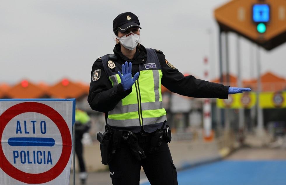 الشرطة الإسبانية تعتقل سويسريا قاد سيارته 30 كيلومترا عكس السير في إسبانيا وبجانبه جثة