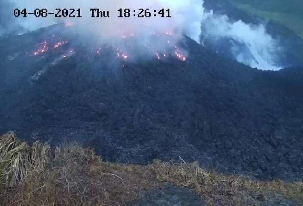 انفجار بركاني يهز جزيرة سانت فنسنت الكاريبية