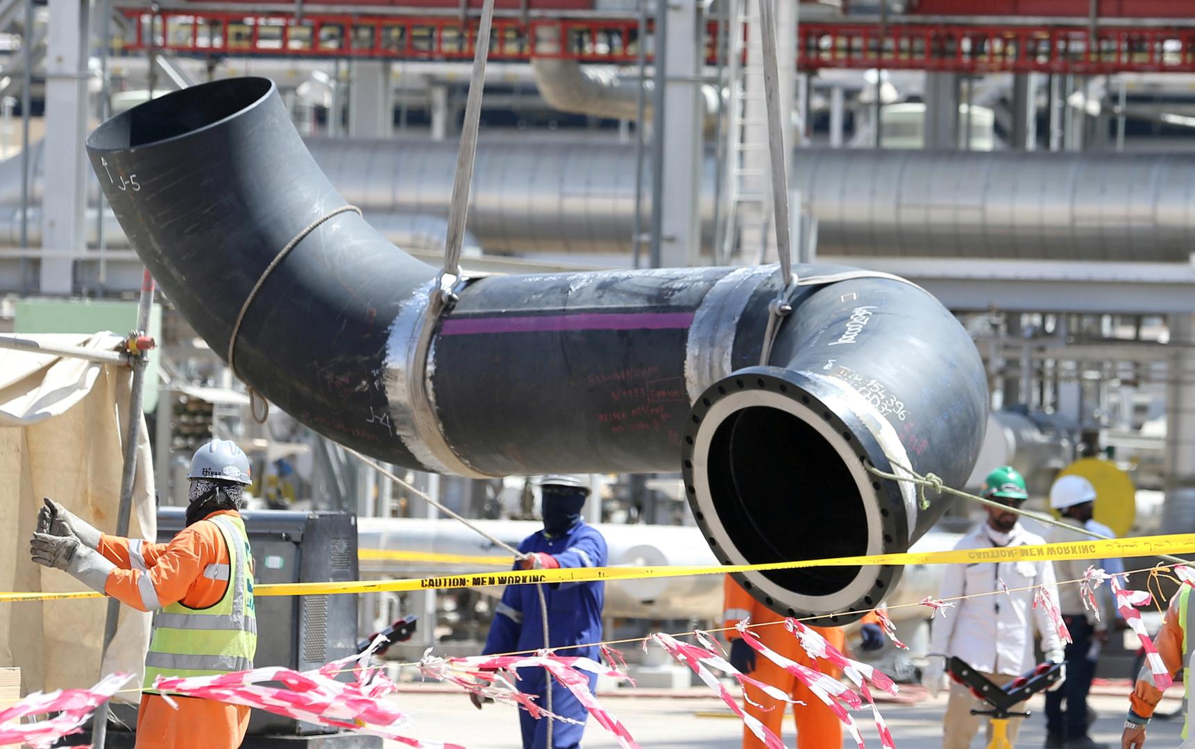 أرامكو توقع صفقة ضخمة لخطوط الأنابيب مع تحالف لمستثمرين