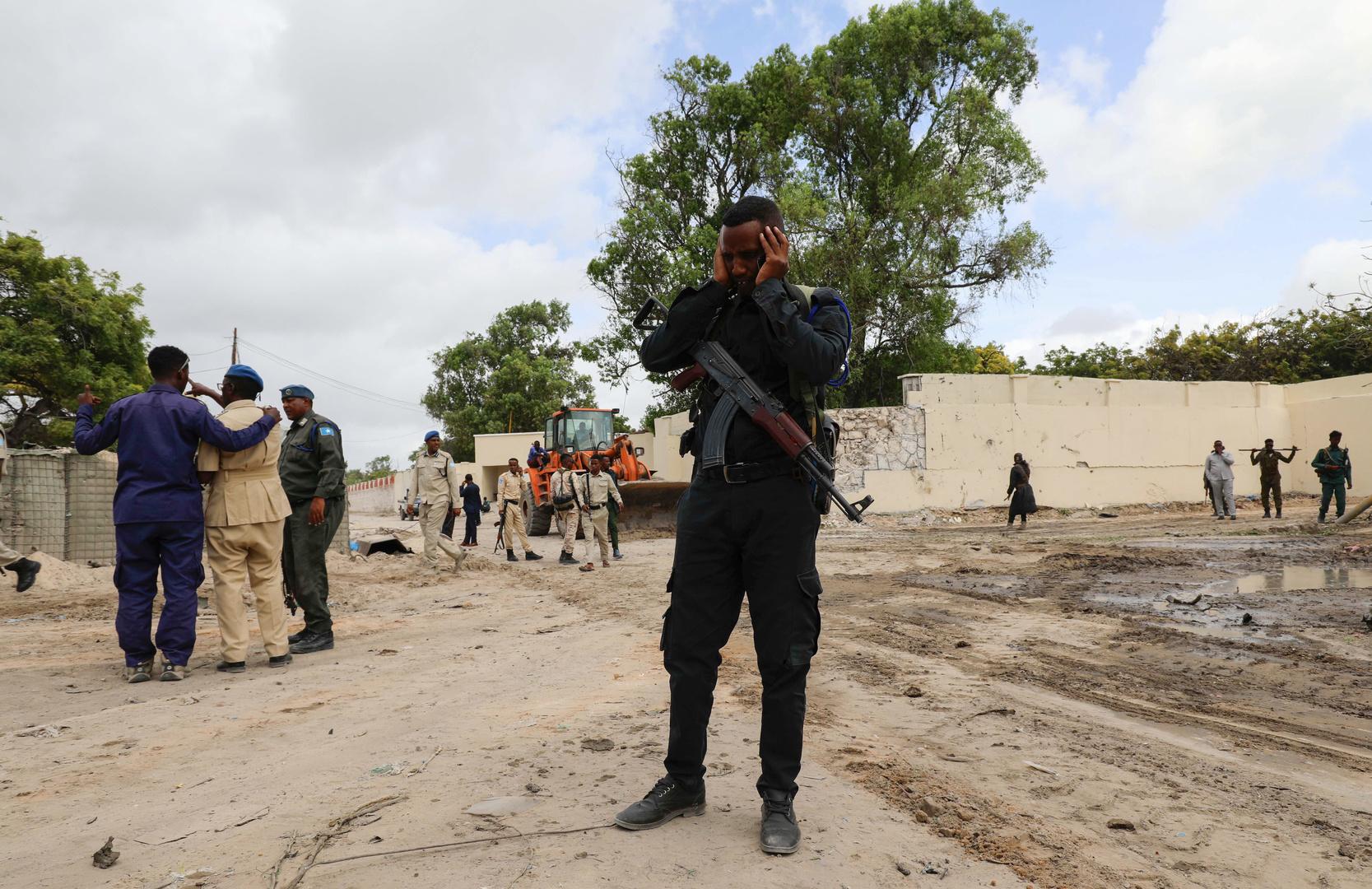 قتلى وجرحى جراء تفجير انتحاري داخل مطعم في الصومال