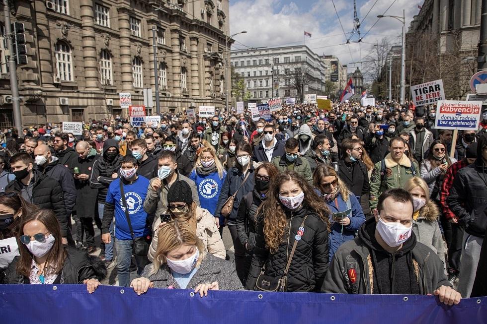 صربيا.. الآلاف يحتجون في بلغراد مطالبين الحكومة بوقف التلوث