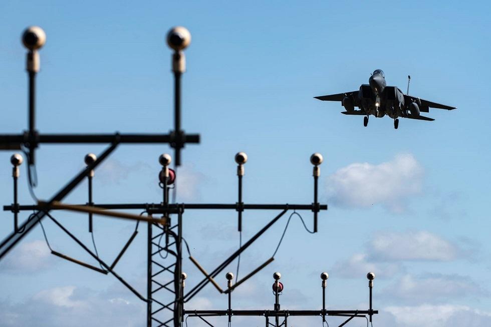 ظهور طيار حربي أمريكي بزي يحمل العلم الروسي (صورة)