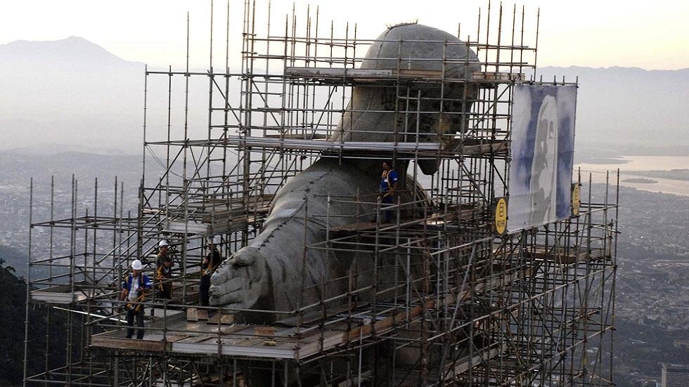 قرية برازيلية تبني ثالث أكبر تمثال للمسيح في العالم