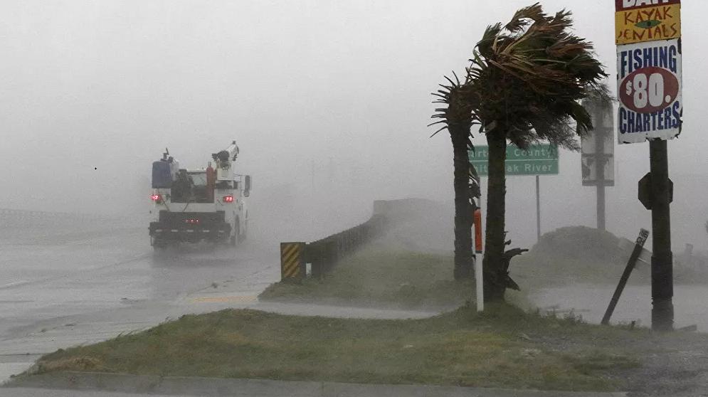عواصف عاتية تضرب الساحل الجنوبي الشرقي للولايات المتحدة
