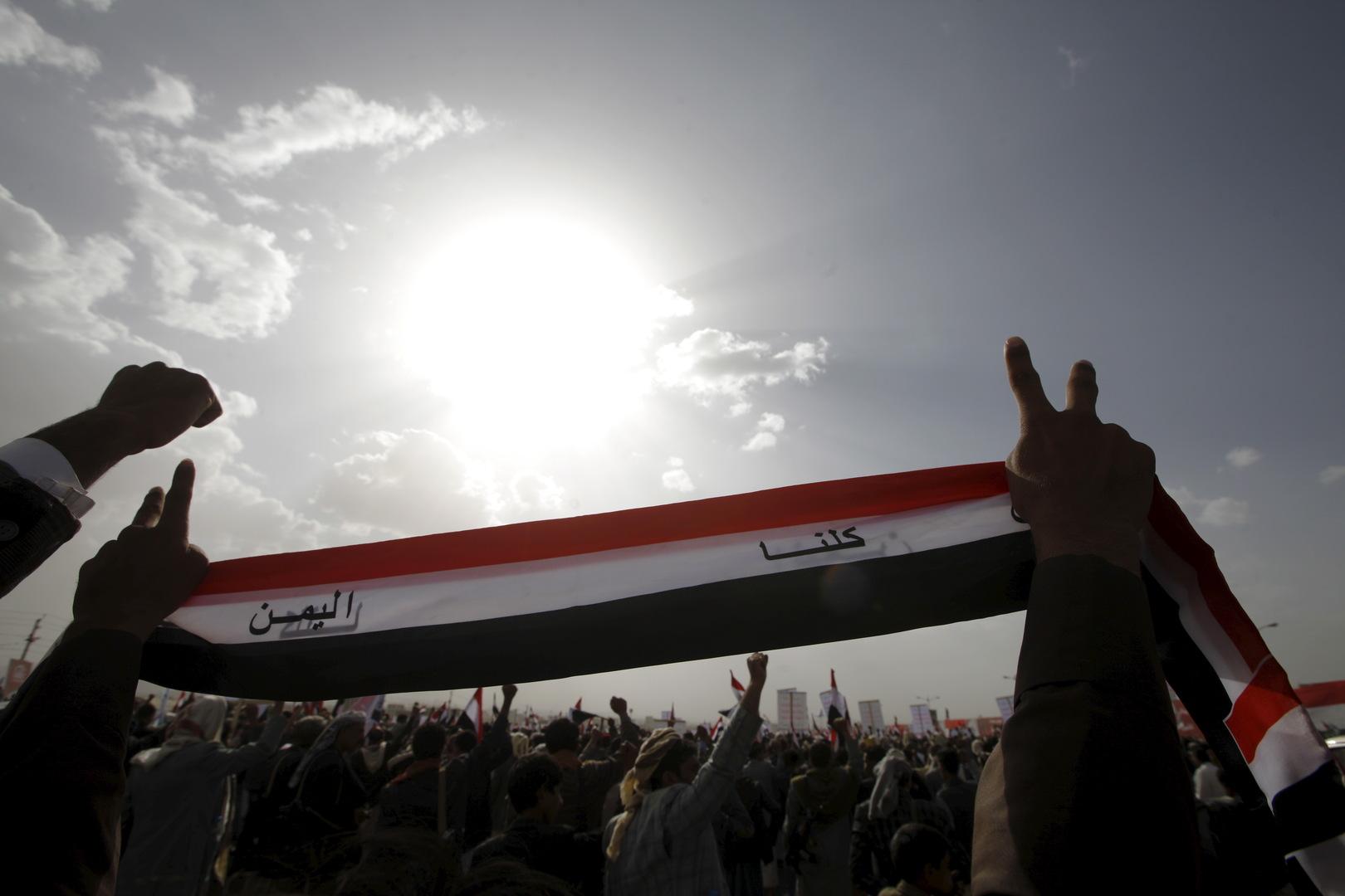 الحوثيون يعلنون عن اجتماع مع وزير خارجية عمان