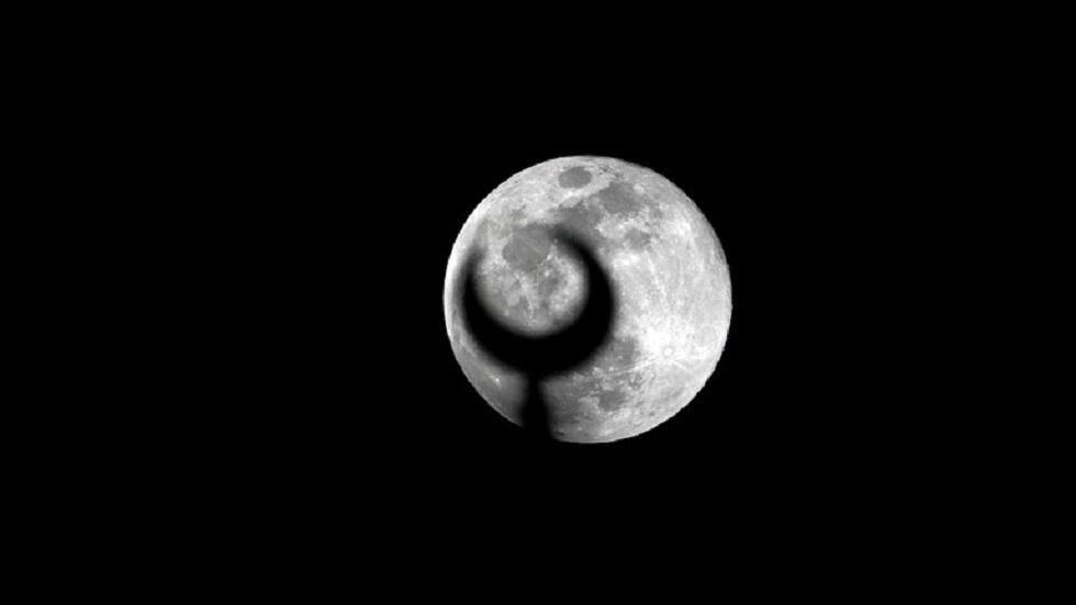 القمر في البلاد العربية والإسلامية - أرشيف