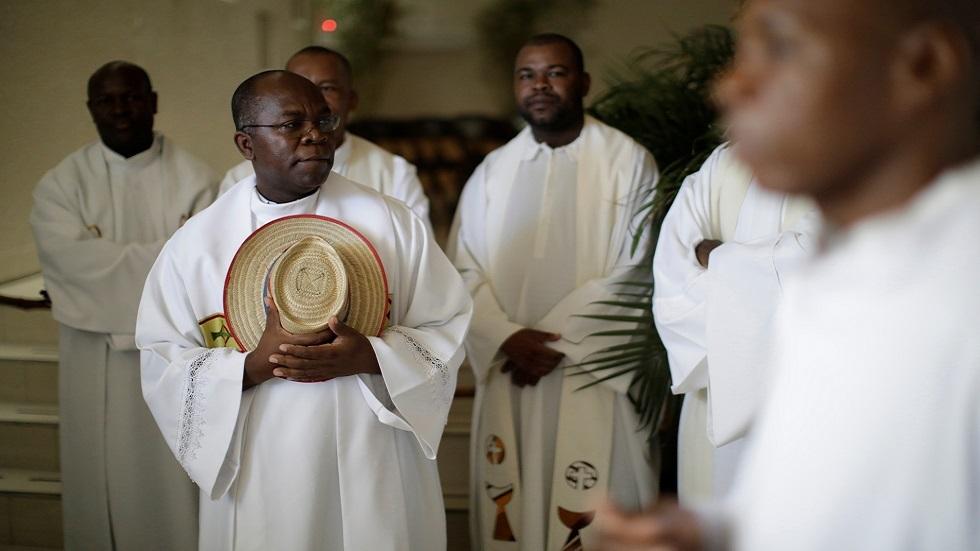 كهنة كاثوليك في إحدى كنائس هايتي (صورة أرشيفية)