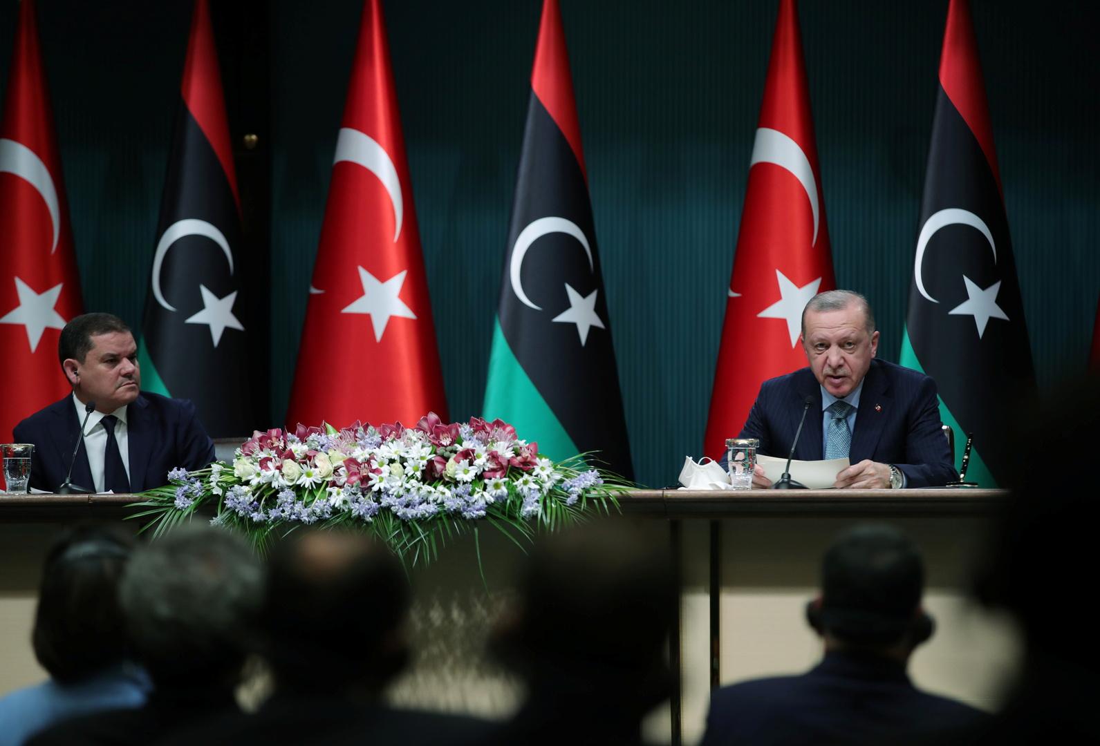 الرئيس التركي أردوغان ورئيس الوزراء الليبي الدبيبة في مؤتمر صحفي في أنقرة، 12 أبريل