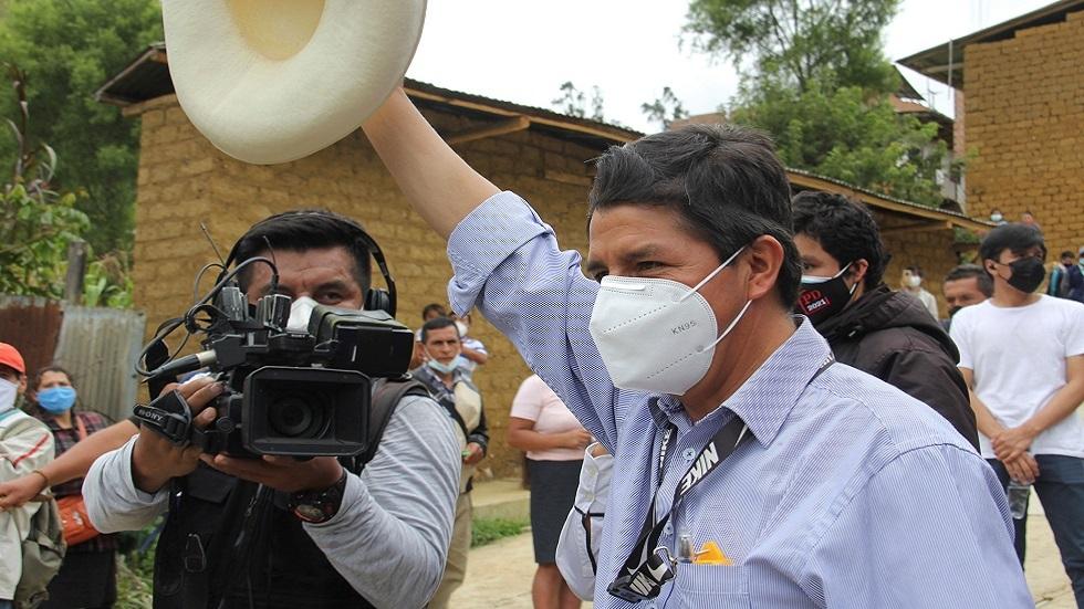 مدرس من أقصى اليسار يتصدر انتخابات بيرو الرئاسية