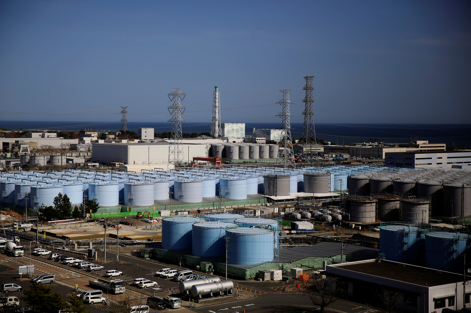 صهاريج تخزين المياه المعالجة في محطة فوكوشيما للطاقة النووية في مدينة أوكوما اليابان