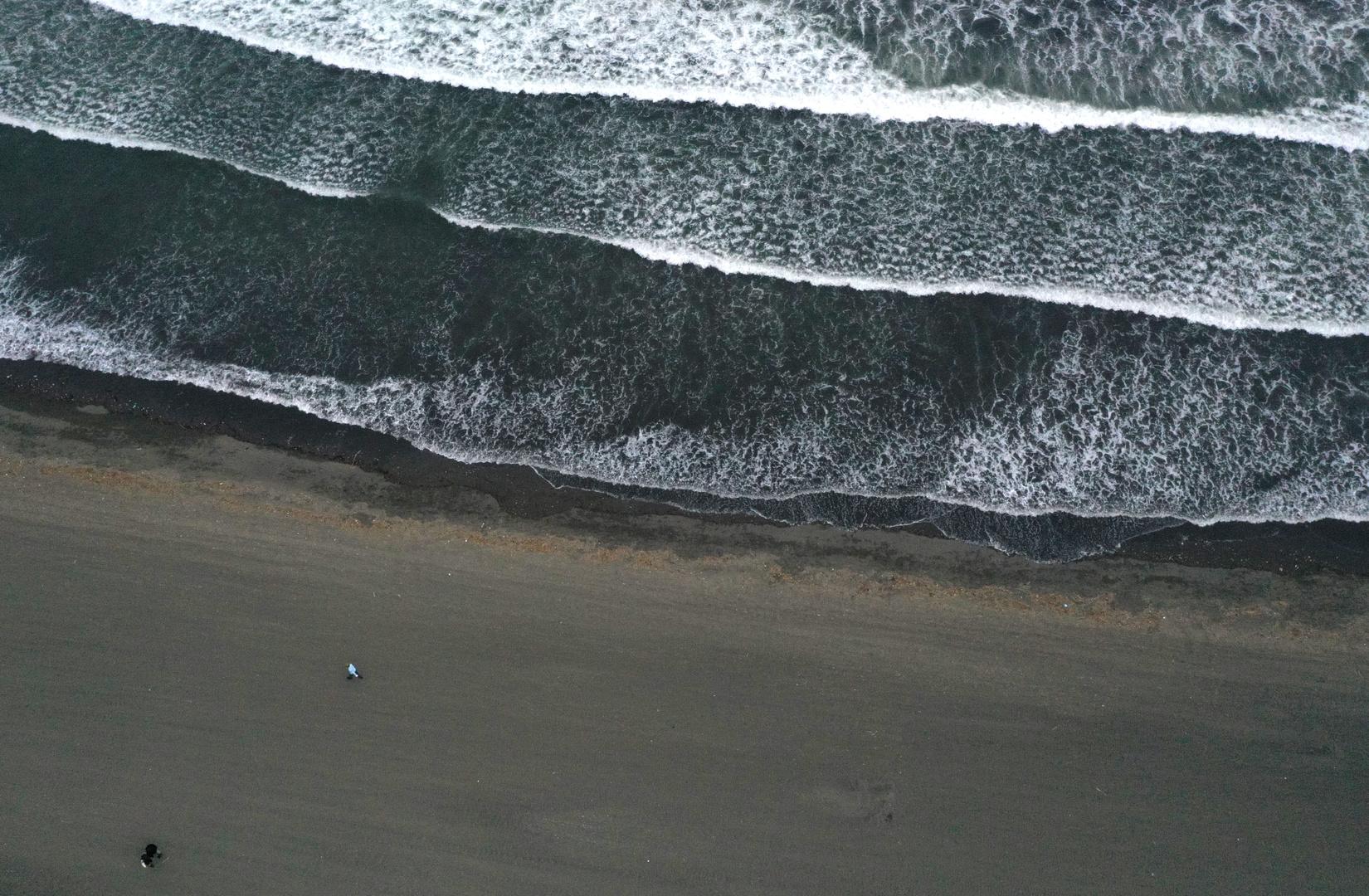 شاطئ  بالقرب من جزيرة إنوشيما في اليابان