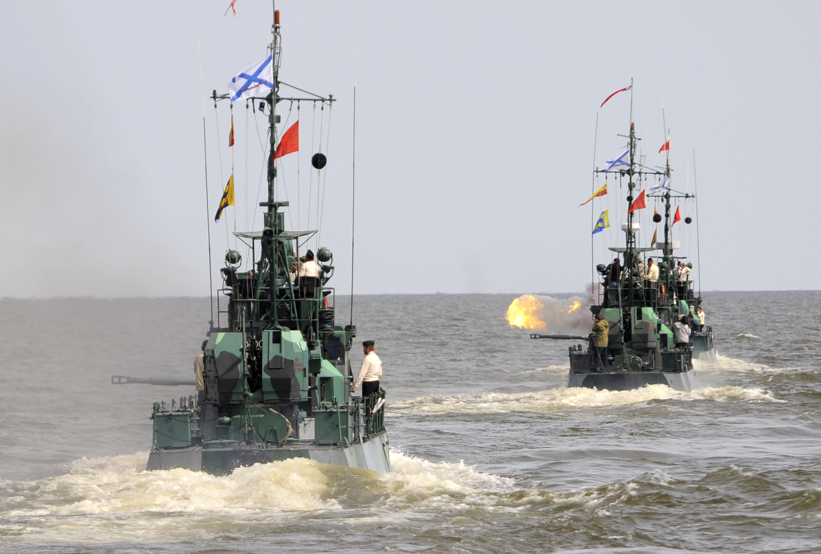 انتقال  السفن الحربية الروسية من بحر قزوين إلى البحر الأسود