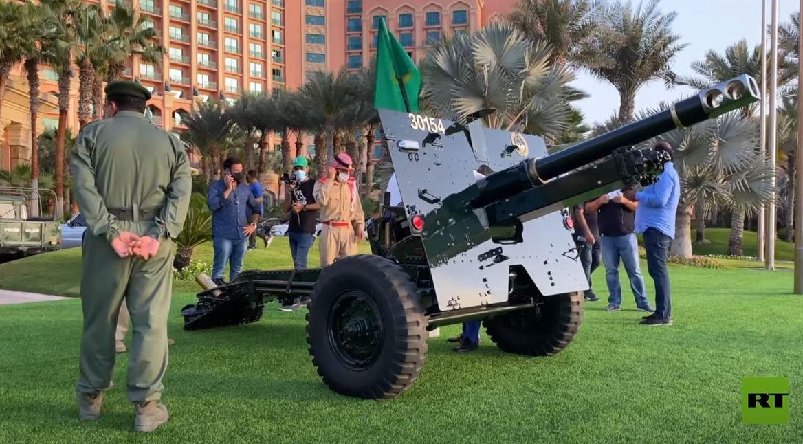 شرطة دبي تطلق نيران المدافع إيذانا بحلول الشهر الفضيل
