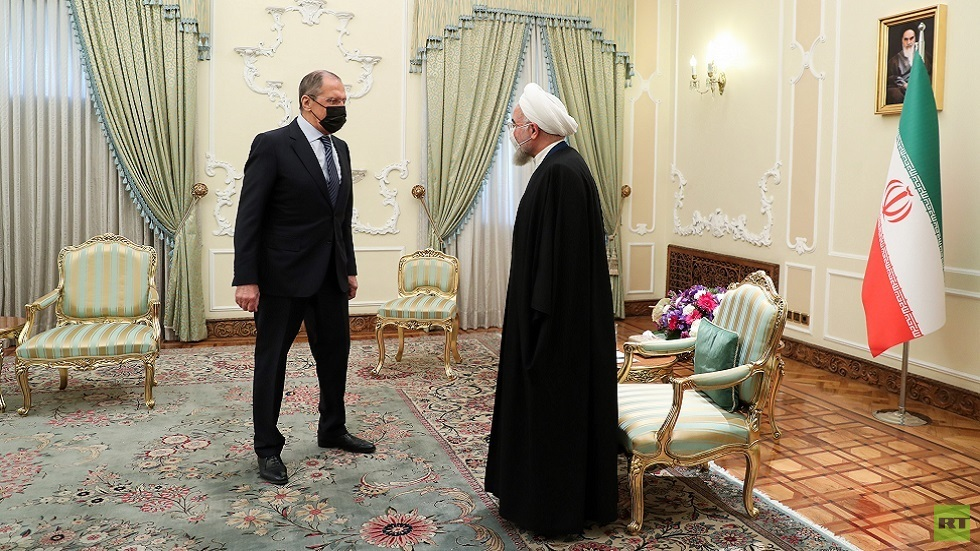 روحاني يؤكد ضرورة تعزيز التعاون الدفاعي والعسكري بين طهران وموسكو