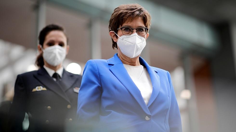وزيرة الدفاع الألمانية: يجب ربط حجم توريدات الغاز عبر