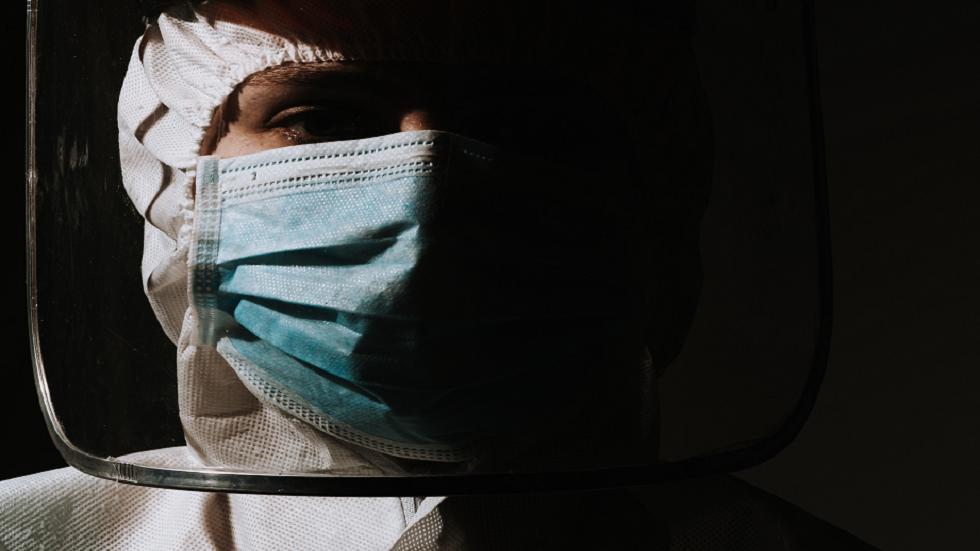 علماء يطلقون دراسة ضخمة للإجابة عن سؤال: هل يستطيع الأشخاص الذين تمّ تطعيمهم نشر