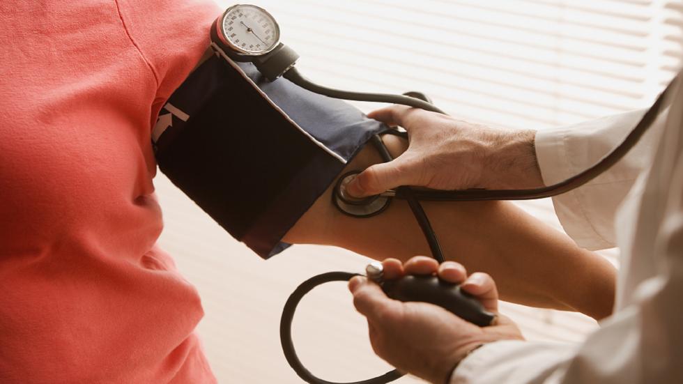 تسعة أطعمة ينبغي تجنبها أو المخاطرة بأعراض ارتفاع ضغط الدم المميتة!