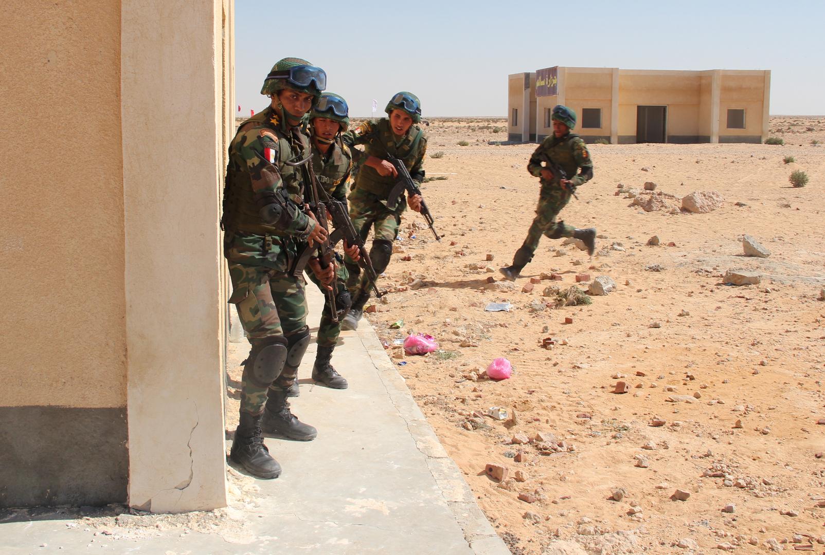 الجيش المصري يتدرب على تنفيذ عملية عسكرية في إحدى جزر البحر الأحمر