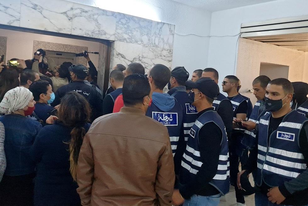 الأمن التونسي يقتحم وكالة الأنباء الرسمية لفرض تنصيب رئيس مدير عام جديد (فيديو)