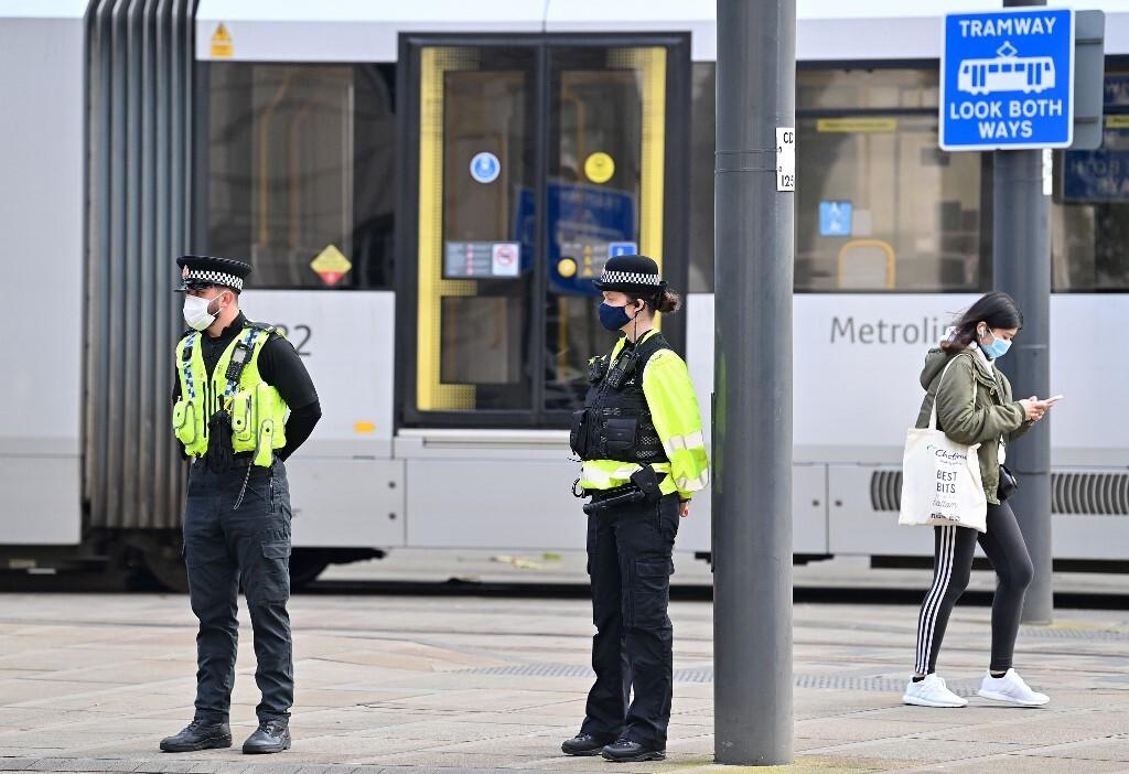 بريطانيا.. اعتقال رجل يحمل فأسا قرب قصر باكنغهام