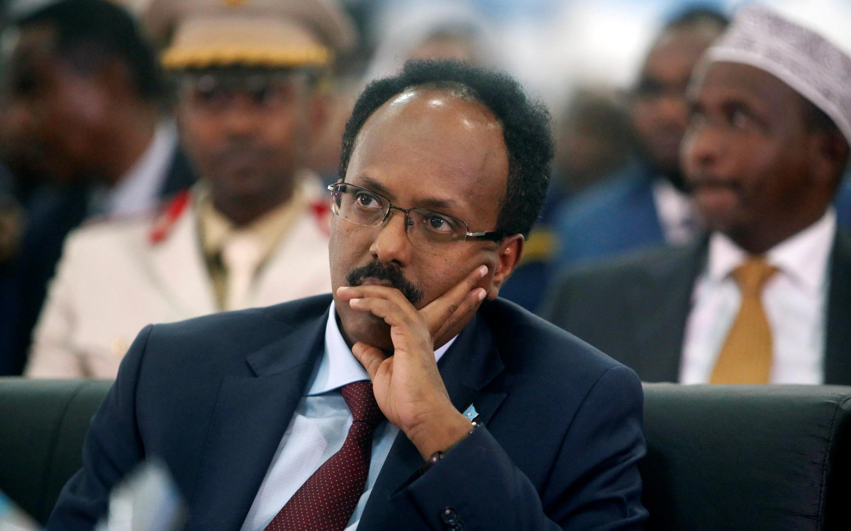 الصومال.. الرئيس فرماجو يوقع على التمديد لنفسه وللبرلمان لمدة عامين