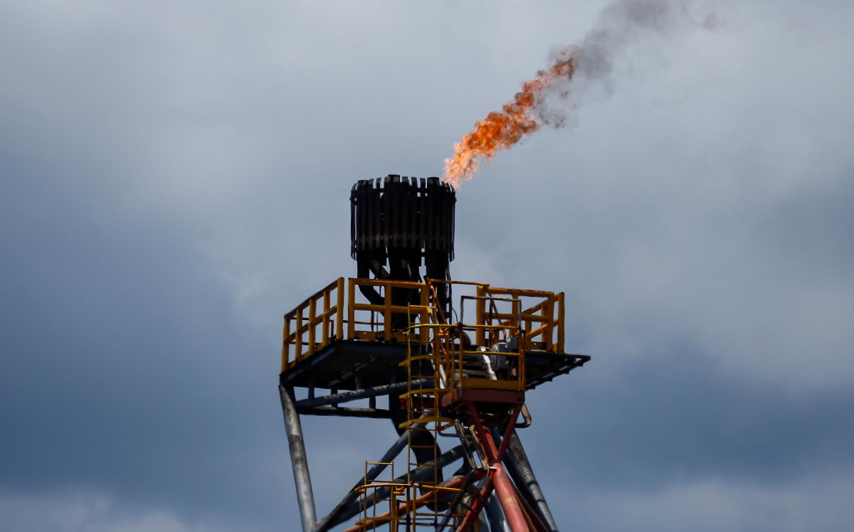 النفط يواصل الصعود بعد تقرير لوكالة الطاقة الدولية