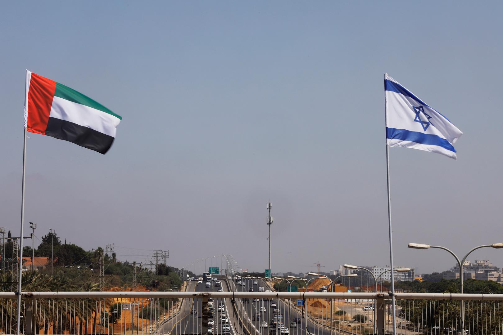 طاقم السفارة الإسرائيلية يقوم بإجراء لأول مرة في أبو ظبي