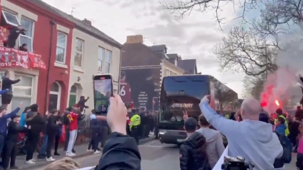 شاهد.. تهشيم زجاج حافلة لاعبي ريال مدريد في ليفربول
