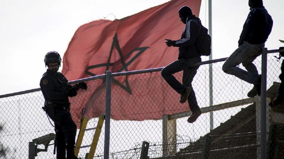 مهاجرون يعبرون الحدود مع إسبانيا في سبتة ومليلية - أرشيف