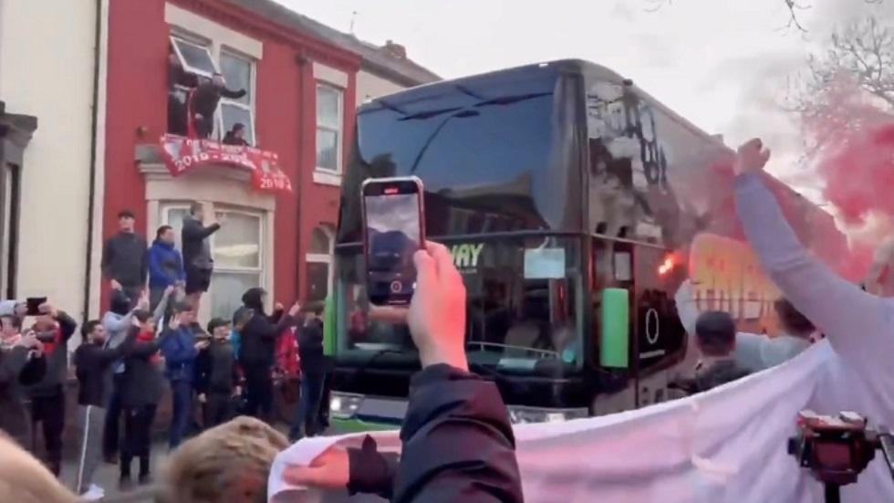 فتح تحقيق بعد تهشيم زجاج حافلة ريال مدريد في ليفربول (فيديو)