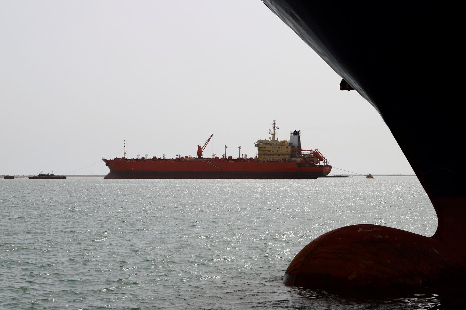 الحكومة اليمنية تسمح بدخول مزيد من سفن نقل الوقود إلى ميناء الحديدة