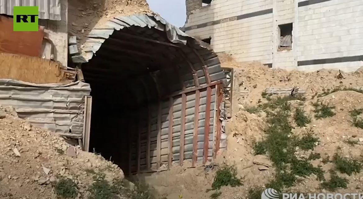 شاهد.. مراسل يكشف عن نفق عملاق للإرهابيين في ريف دمشق