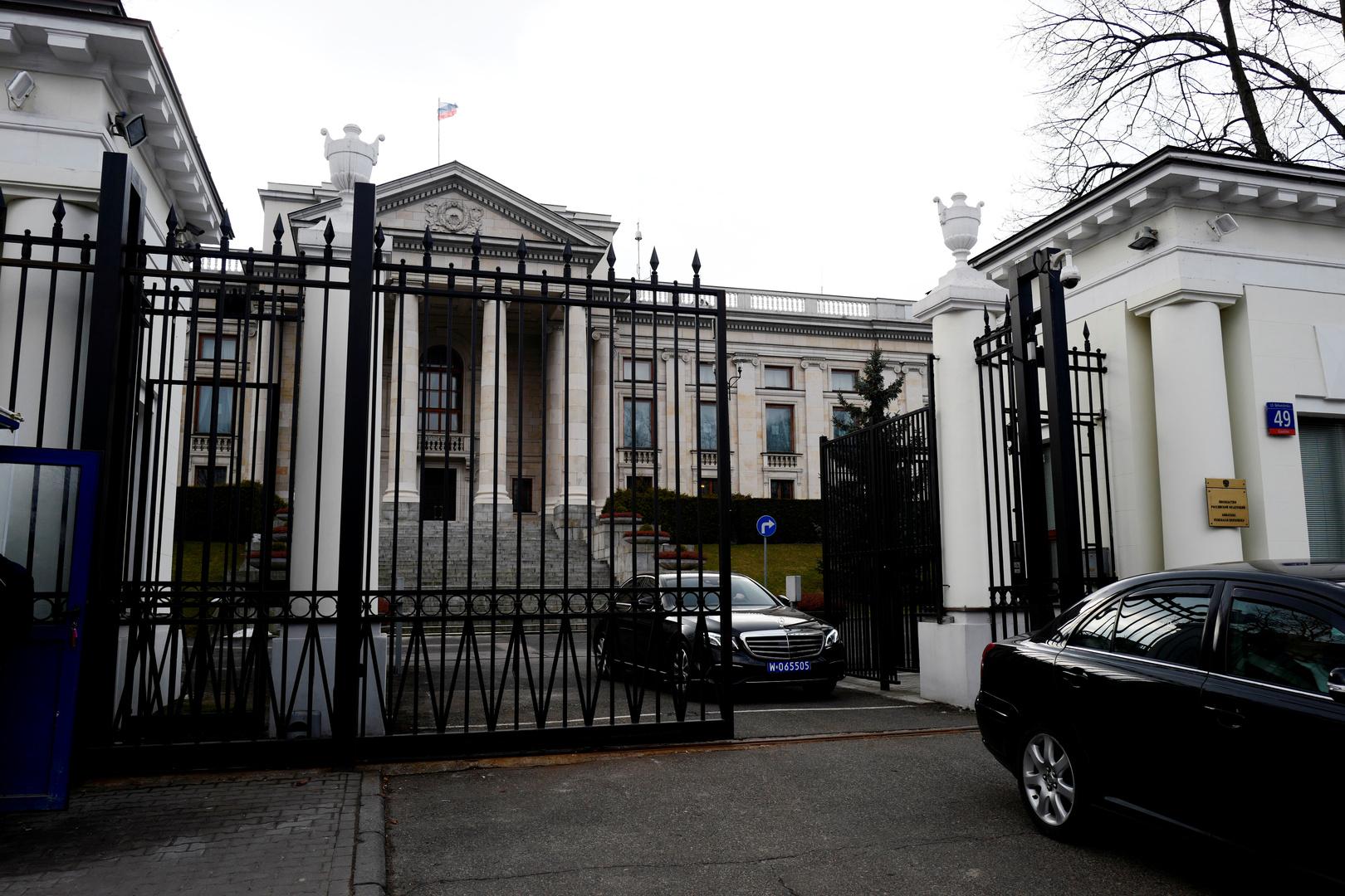 بولندا تطرد 3 دبلوماسيين روس