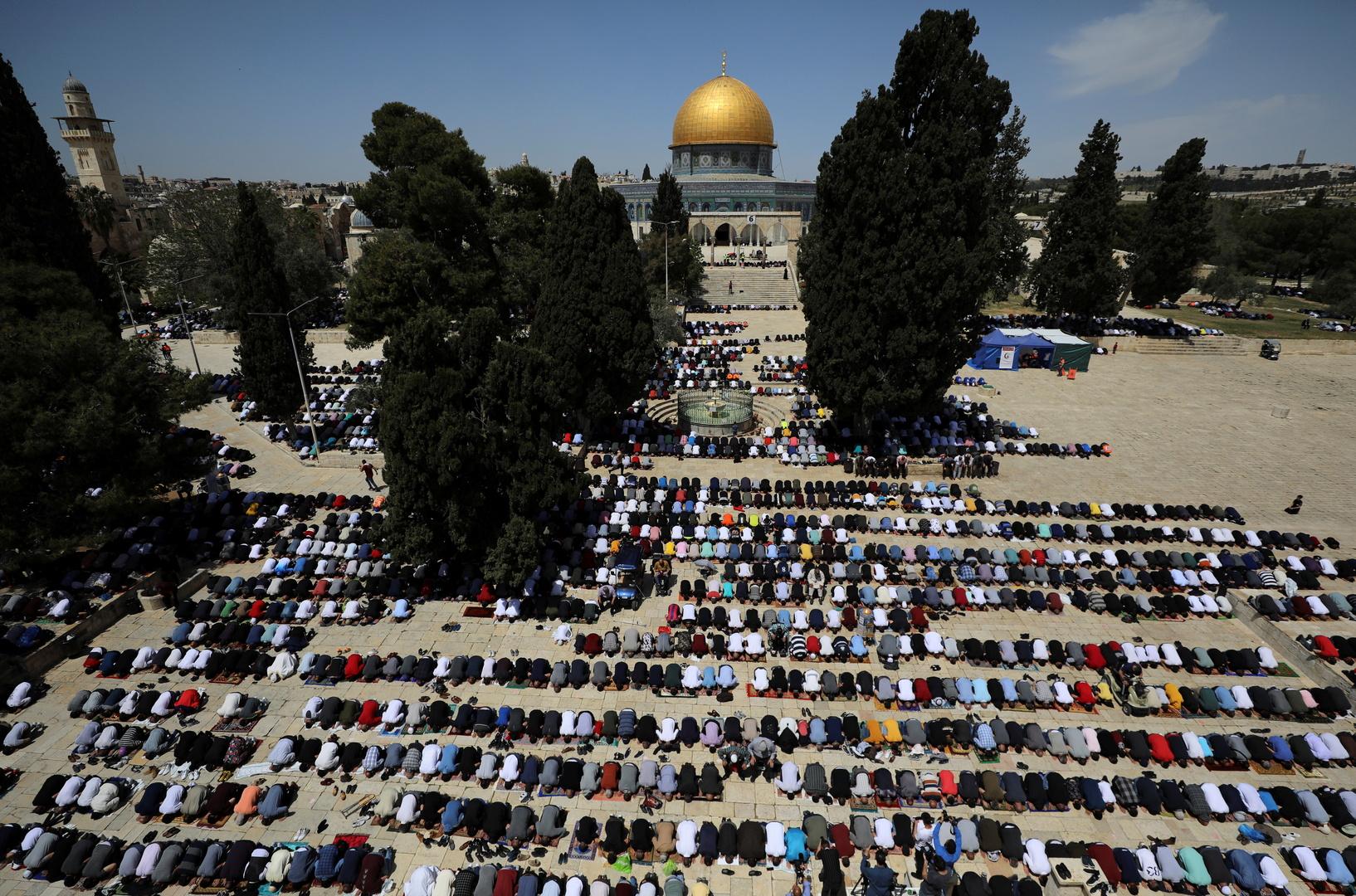صلاة حاشدة في المسجد الأقصى في أول جمعة من رمضان منذ انتشار كورونا