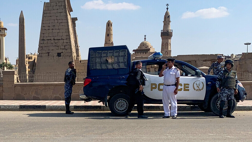 مصر.. معركة عنيفة بالأسلحة وسقوط عدد من المصابين