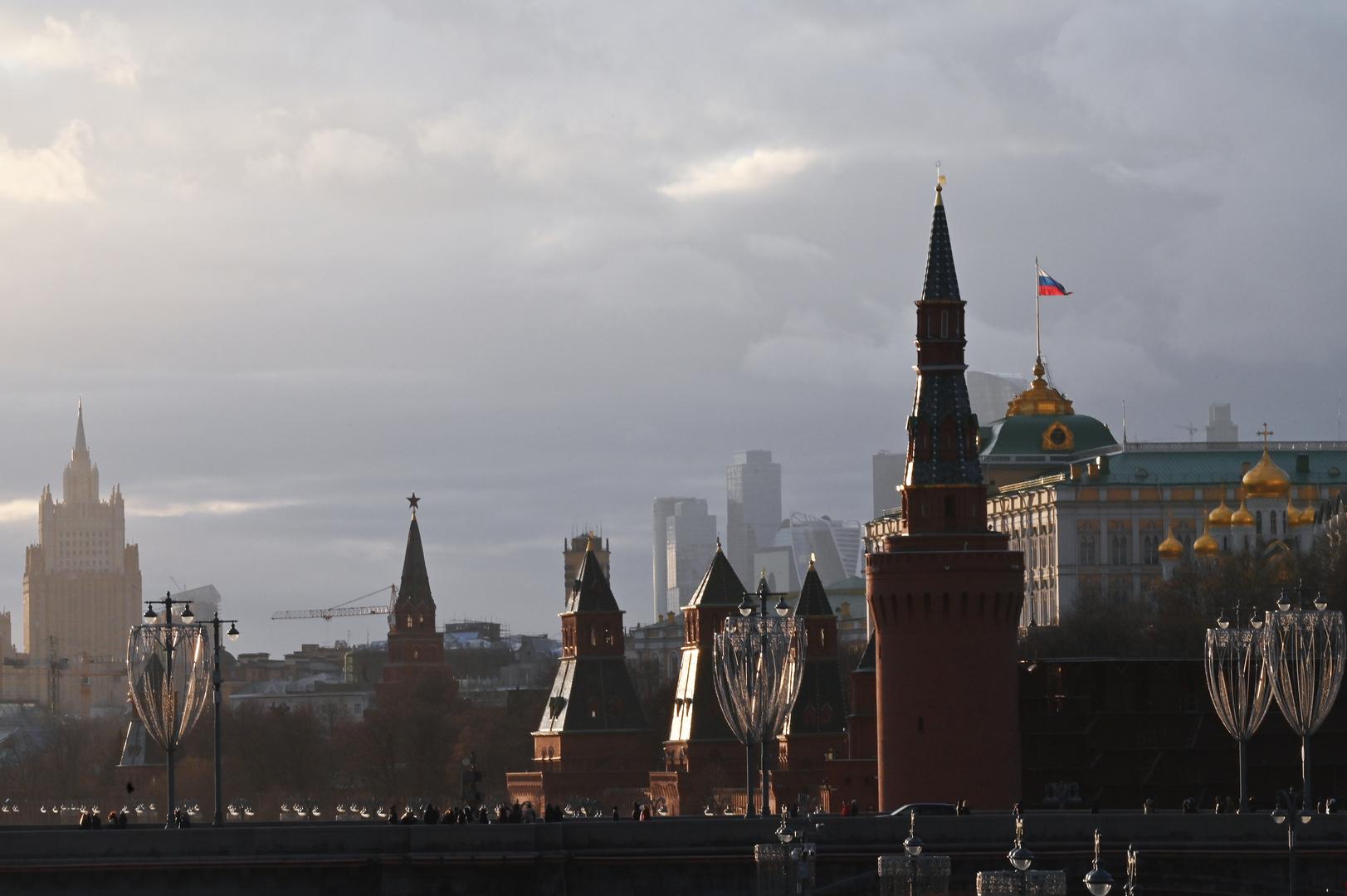 الكرملين يبلغ سفير واشنطن بكيفية رد روسيا على العقوبات الأمريكية الجديدة