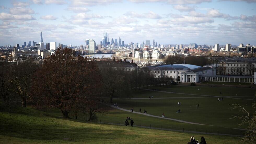 بريطانيا تسجل 2596 إصابة و34 وفاة جديدة بفيروس كورونا
