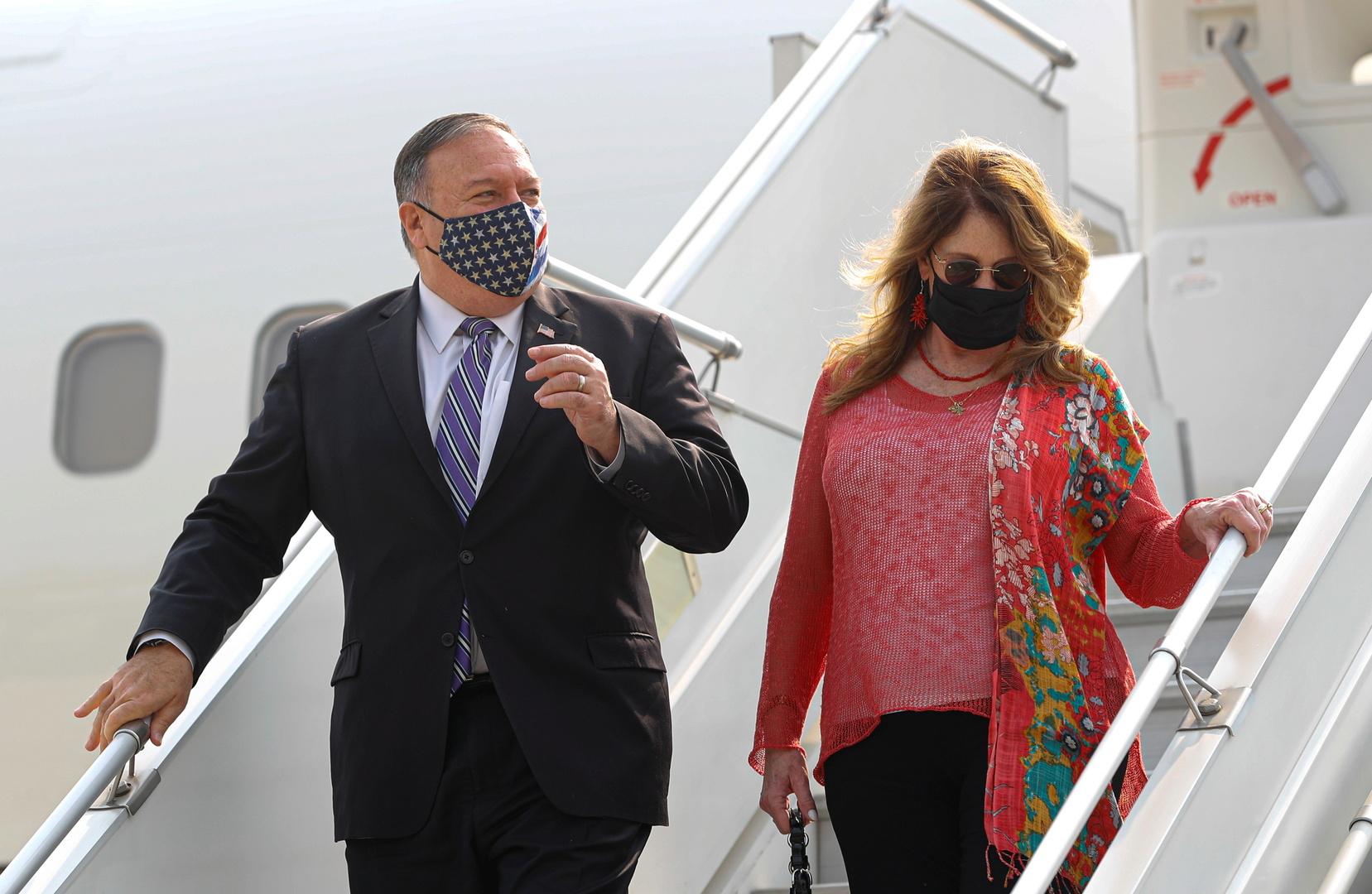 صحيفة: بومبيو وزوجته كلفا موظفي الخارجية بتنفيذ مطالب شخصية أكثر من 100 مرة