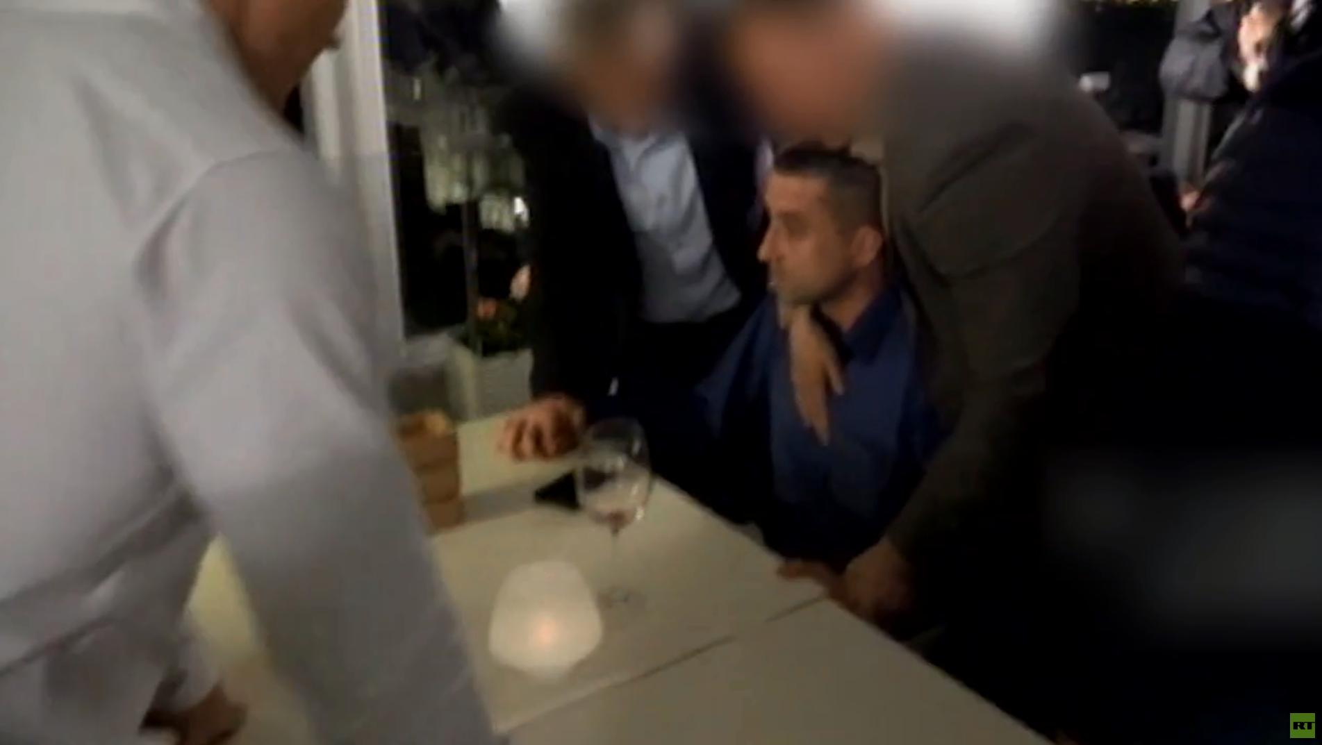 هيئة الأمن الفدرالية الروسية تنشر فيديو للحظة القبض على القنصل الأوكراني في سان بطرسبورغ، ألكسندر سوسونيوك.