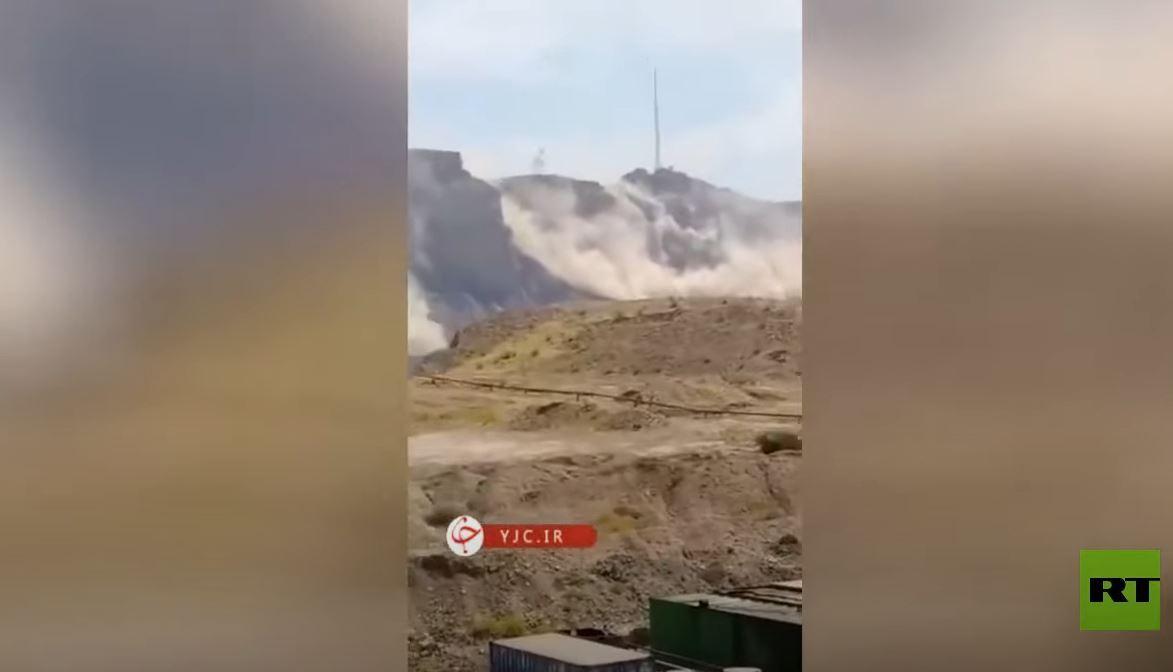 شاهد.. انهيارات جبلية جراء الزلزال في إيران