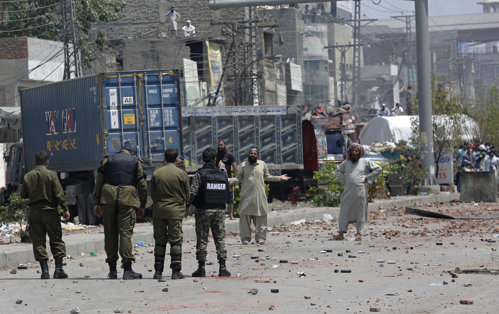 باكستان.. مقتل 3 أشخاص وإصابة 20 آخرين في حملة للشرطة على أنصار حزب متشدد