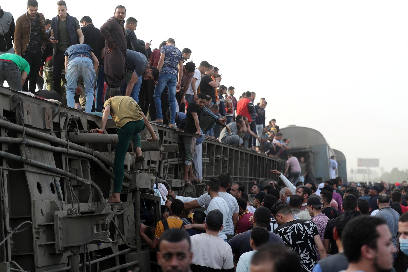 السيسي يكلف بتشكيل لجنة للوقوف على أسباب حادث قطار القاهرة-المنصورة