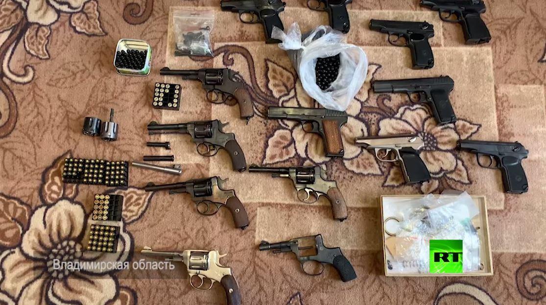 حملة أمنية واسعة على صانعي الأسلحة بشكل غير شرعي في روسيا (فيديو)