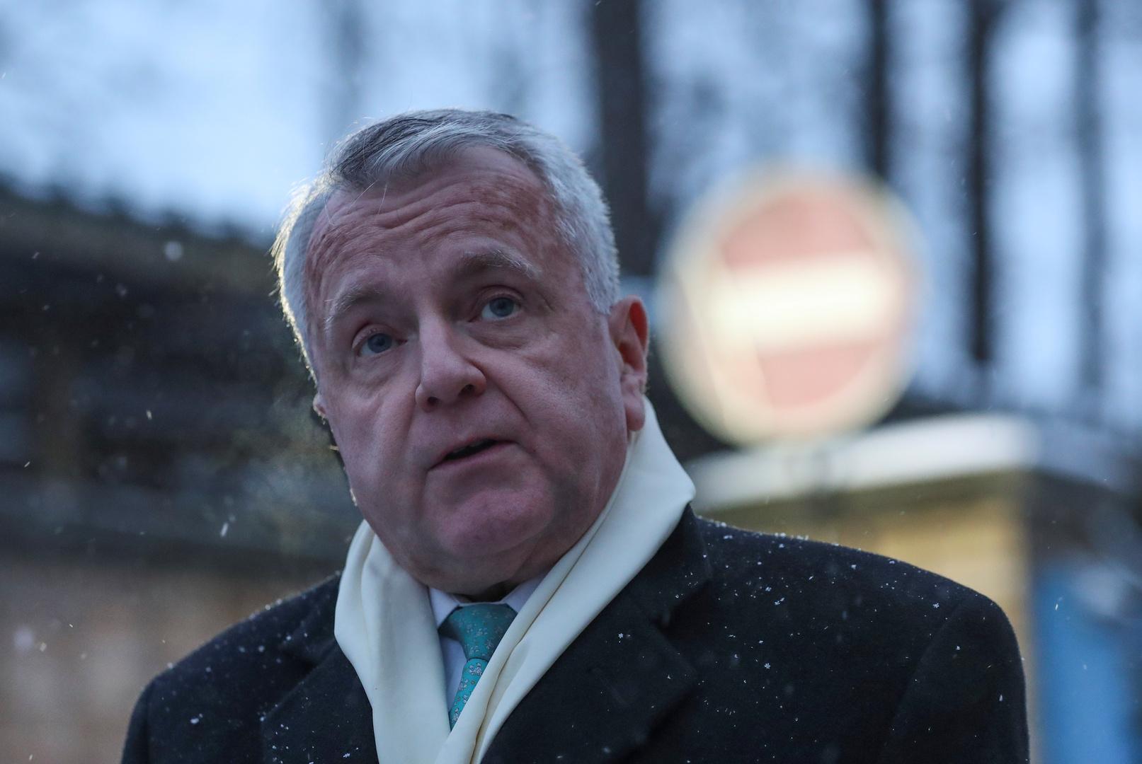 أنباء عن نية سفير الولايات المتحدة لدى روسيا السفر إلى بلاده للتشاور مع الإدارة