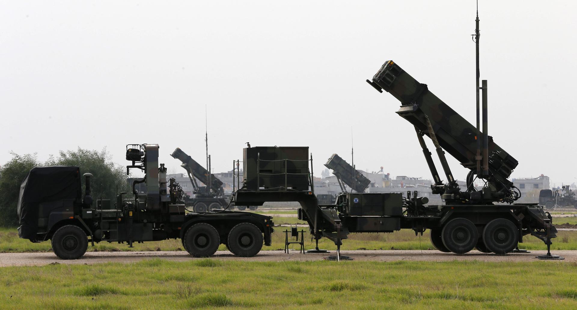 """منظومة للدفاع الجوي الصاروخي من طراز """"باتريوت""""."""