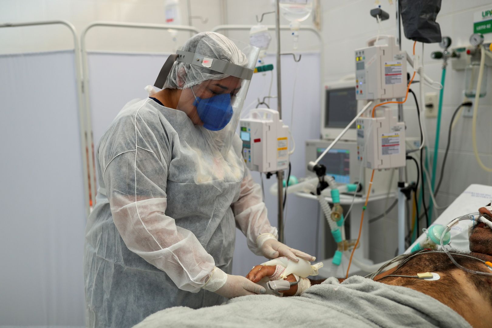 البرازيل تسجل 3321 وفاة جديدة بفيروس كورونا