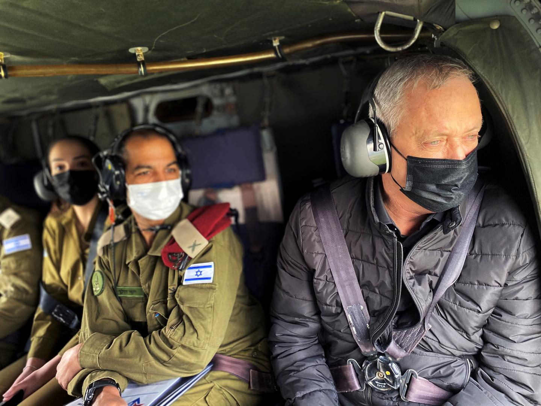 وزير الدفاع الإسرائيلي مهددا