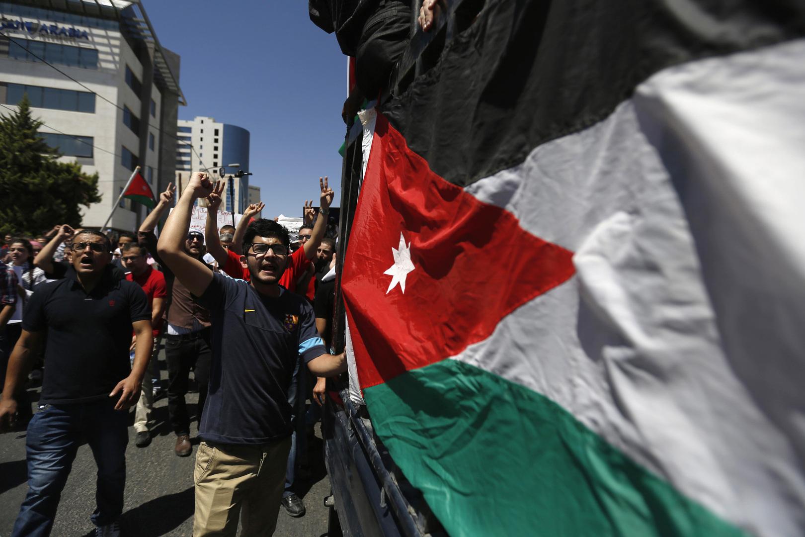 الأردن يسلم فلسطين عقود