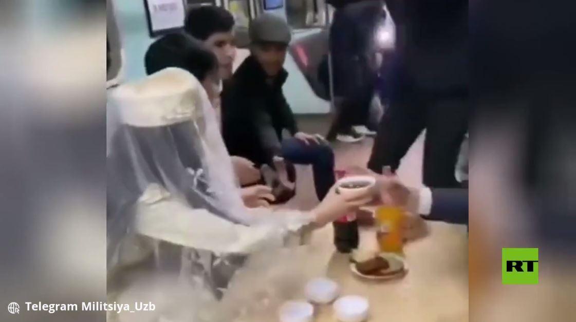 حفل زفاف في مترو الأنفاق
