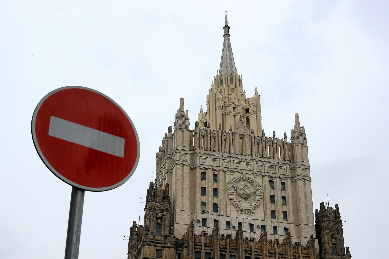 روسيا تطالب 10 موظفين في السفارة الأمريكية مغادرة أراضيها حتى 21 مايو